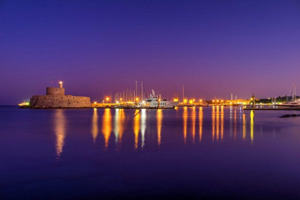 windmills-at-mandraki-harbour-6VE88BY