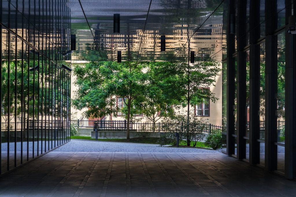 public-park-between-modern-office-buildings-future-ZZHH5JJ